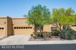1,360sf, 2BR, 2BA+den located in desirable, gated Vistoso Hills