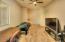 Features En-suite Bath w/Steam Shower & Jetted Tub