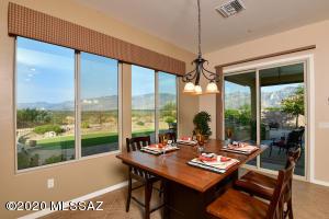 Enjoy fabulous Catalina Mountain views from your kitchen nook!