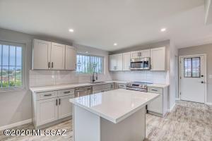 2767 S James Place, Tucson, AZ 85730