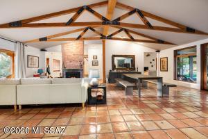 110 N Camino Miramonte, Tucson, AZ 85716