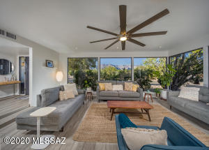 Floor to ceiling windows take in the Catalina mountain views to the north