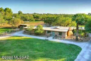 8230 E Woodland Road, Tucson, AZ 85749
