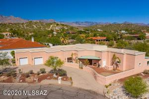 Custom High Quality Construction on .89 Acre privacy cul de sac lot. Catalina Foothills to the North