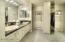Master bath w/granite countertops