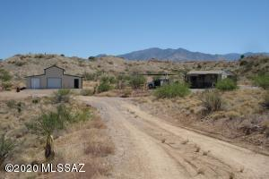 13367 S Grey Bear Road, Willcox, AZ 85643