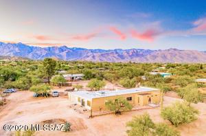 8111 E Calle Potrero, Tucson, AZ 85750