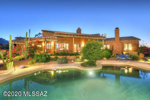 with about an acre walled in plenty of privacy and forever views to the entire Tucson Valley
