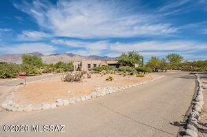 5020 N Calle Esquina, Tucson, AZ 85718