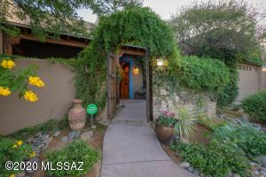 4945 E Commissary Court, Tucson, AZ 85712