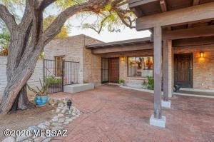 4910 N Vía Serenidad, Tucson, AZ 85718