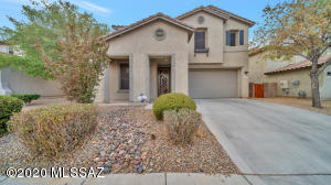 Beautifully landscaped and maintained yard
