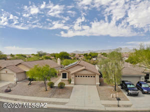Welcome to 13361 N. Vistoso Bluff Place!