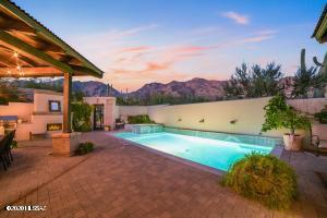 Pool and spa...Mountain Views!