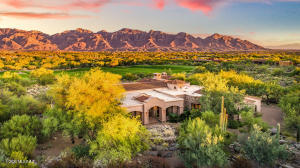 Panoramic Catalina Mountain and Stone Canyon golf views!