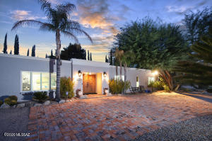 Don't miss the video of this beautiful home located in the Oro Valley Country Club Estates.