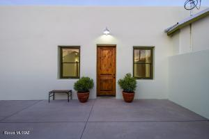 526 S 9th Ave Front Door Entry