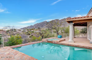 Beautiful mountain views from this Alta Vista home