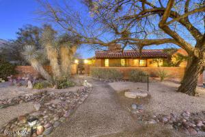 6932 N Pusch Peak Place, Tucson, AZ 85718
