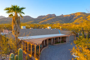 Foothills tranquility! Catalina Mountains, desert beauty.