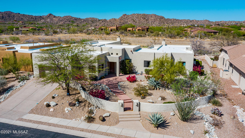 Photo of 704 W Bright Canyon Drive, Oro Valley, AZ 85755