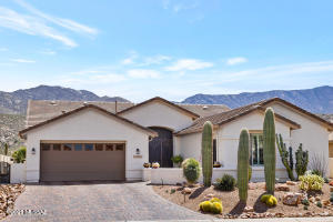 Upgraded Dakota with Guest House & Mountain Views