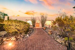 5240 W Paseo Del Campo, Tucson, AZ 85745