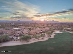 Golf anyone? Join the country club at La Paloma!