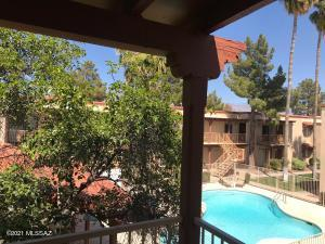 2nd Floor Balcony overlooks pool/spa courtyard with residential mountain views!