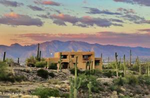 2100 N Vía De Suenos, Tucson, AZ 85745