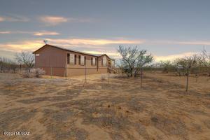 8400 S Howling Coyote Trail, Tucson, AZ 85735