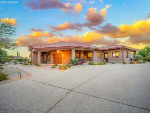 Welcome to pride of ownership, custom built 649 N Arizona Estates Loop.