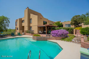 Welcome to 6173 E Paseo Cimarron in the Catalina Foothills