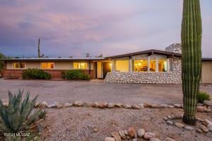 800 E Camino De Fray Marcos, Tucson, AZ 85718
