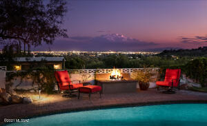 Enjoy the views next to the cozy firepit. Mountain, Sunset & City light views!