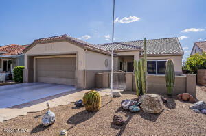 Popular and hard to find Claridge Model in coveted Sun City Oro Valley