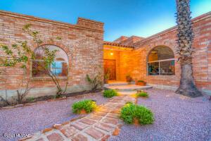 9915 N Paseo Corona, Tucson, AZ 85737