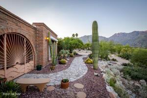 5801 N Placita Joyita, Tucson, AZ 85750