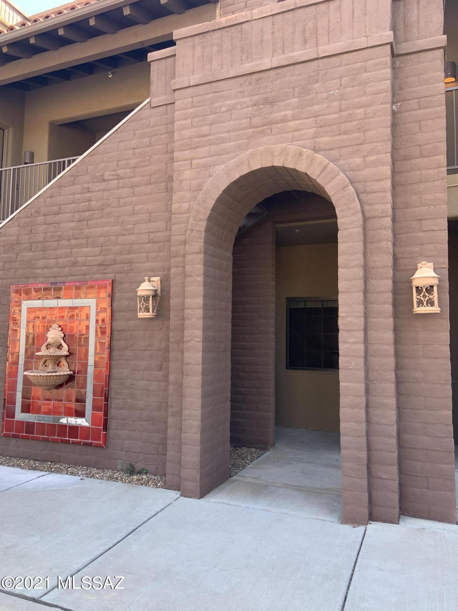 2010 E River Road 104, Tucson, AZ 85718
