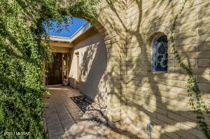 9421 E Vallarta Drive, Tucson, AZ 85749