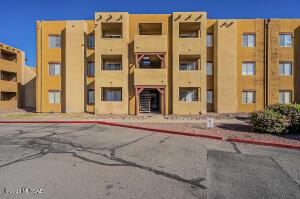 1810 E Blacklidge Drive, 403, Tucson, AZ 85719
