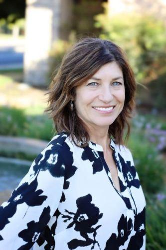 Shana L Davis agent image
