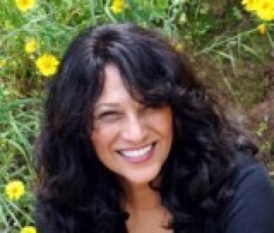 Esther Garcia-Hanggi agent image