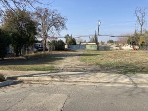 371 N Farmersville Boulevard, Farmersville, CA 93223