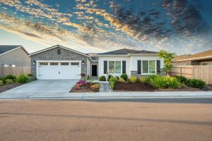 1818 Softwind Drive, Tulare, CA 93274