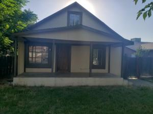 232 S Quince Avenue, Exeter, CA 93221