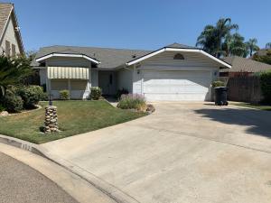 902 N Parkwood Court, Visalia, CA 93291