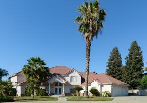 4906 Cabernet Court, Visalia, CA 93291