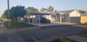 126 W San Joaquin Avenue, Tulare, CA 93274