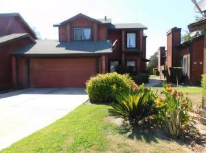 932 E Oakridge Avenue, Visalia, CA 93292